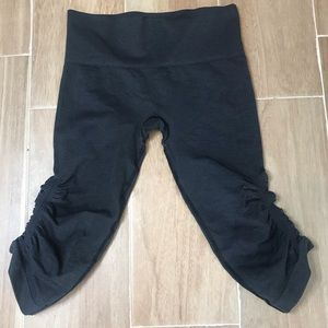 Lululemon In The Flow Ruched Crop Capri Leggings